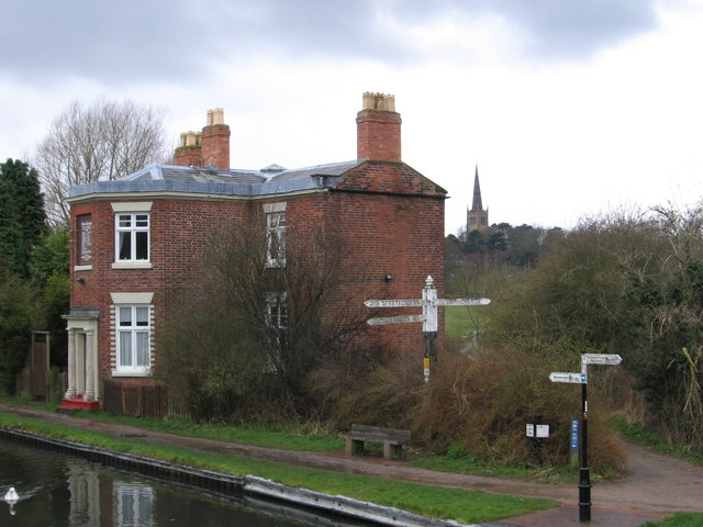 King's Norton - house at canal junction