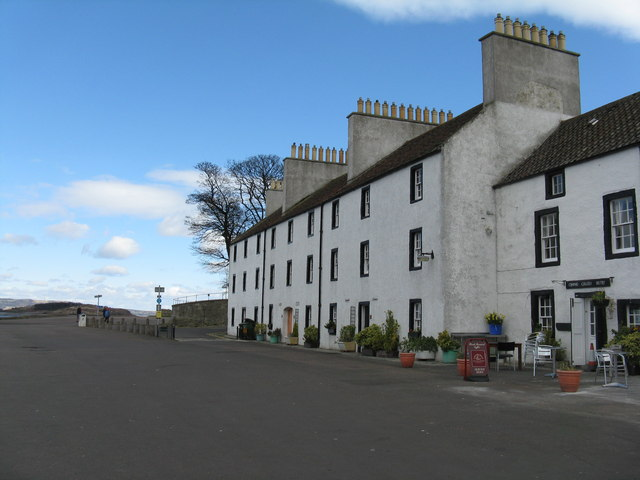 Houses and cafe at Cramond