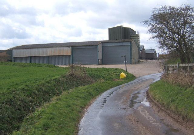 Farm buildings by Fossetts Lane