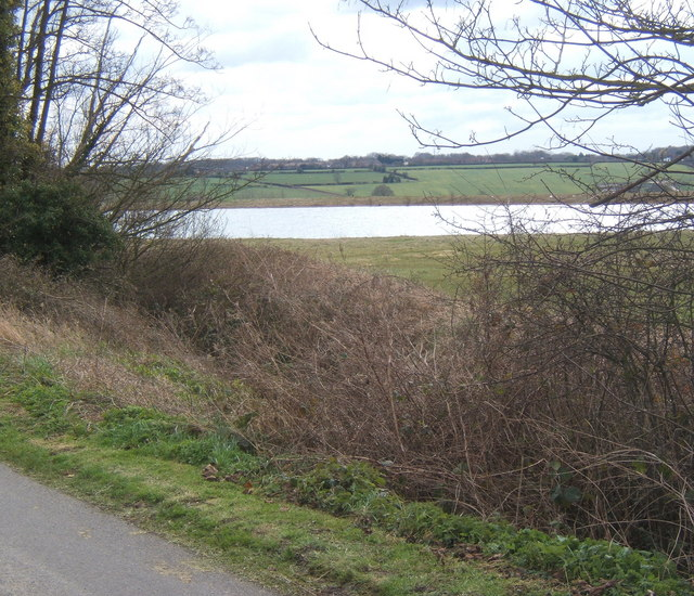 View to reservoir south of Fossetts Lane