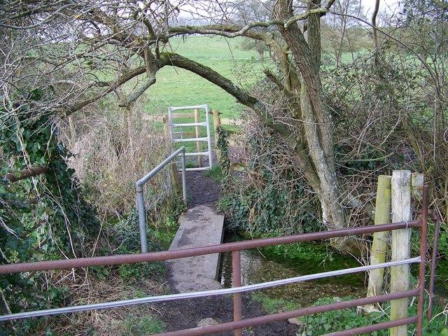 Gates and footbridge near Homington House