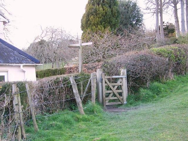 Footpath junction near Homington House