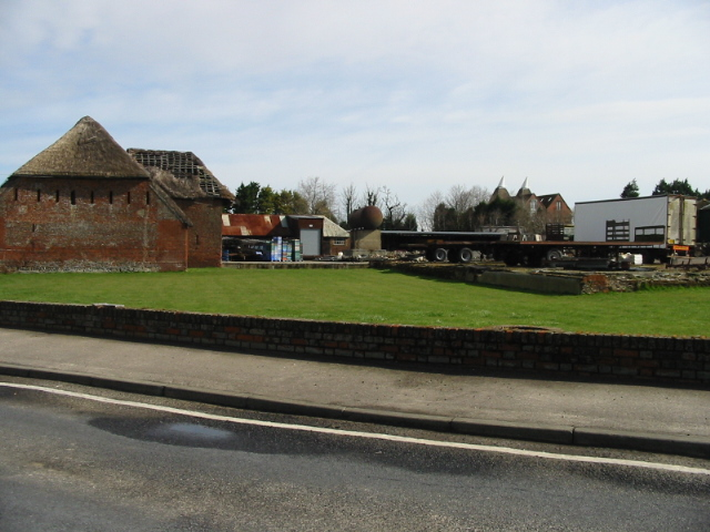 Farm buildings at Sevenscore, from Ebbsfleet Lane