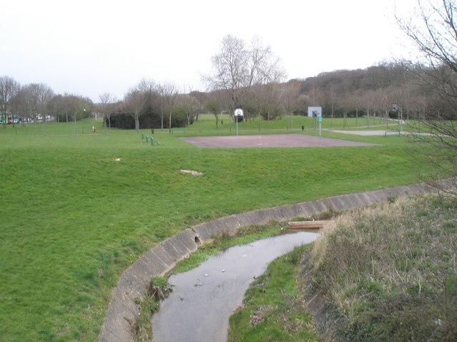 Stream flowing through recreation ground near Wakefords Way