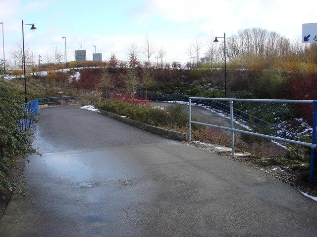 Bendy footpath between Braintree Freeport Station and Freeport Braintree