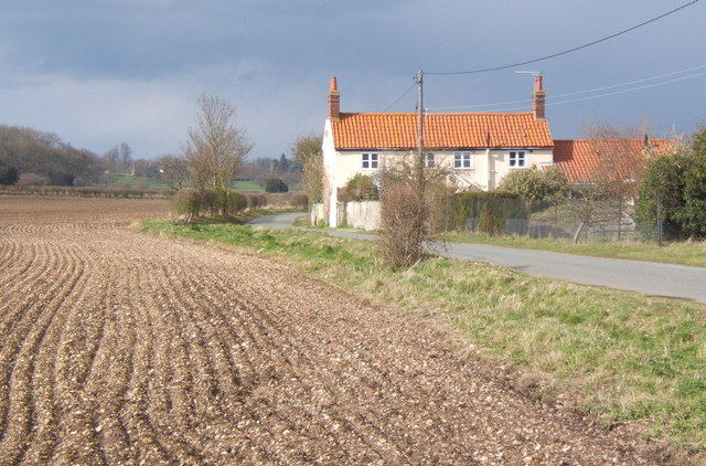 View to Marsh House along lane north from the B1068