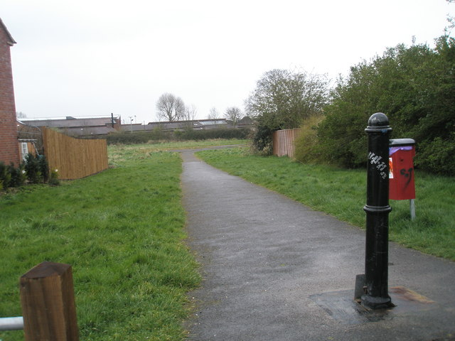 Entrance to wasteground behind Blendworth Crescent