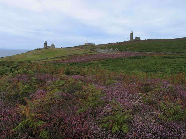 Lighthouses, foghorn & tholtan (derelict building), Calf of Man
