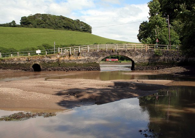 Sand bank on the East Looe river  nr Trenant Park