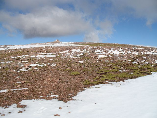 Summit plateau, Mullach nan Coirean