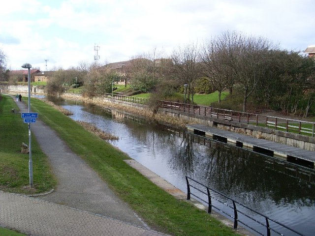 View across the canal from Kilbowie Road bridge