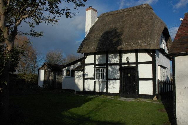 Timber-framed thatched cottage, Baughton