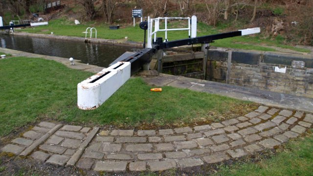 Lock 6 on the Huddersfield Broad Canal