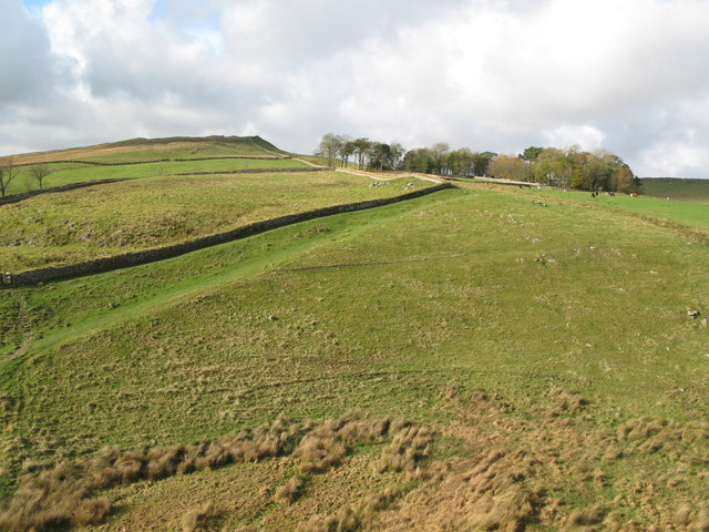 Hadrian's Wall west of Peel Crags (2)