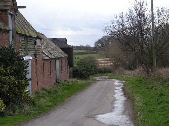 Lane heading west past Lower Farm