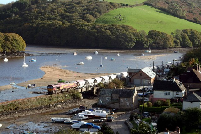 Clay empties cross Golant harbour
