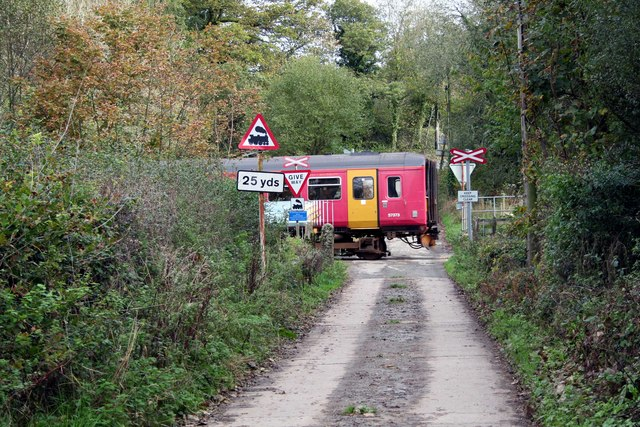 Open crossing nr Coombe Junction