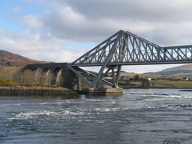 North side, Connel Bridge