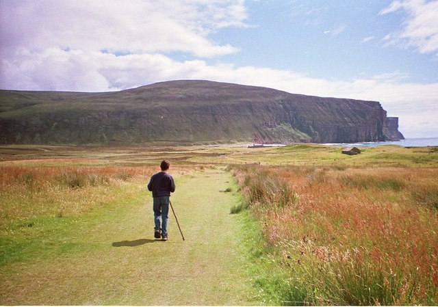 Trekking towards the Burnmouth and the bothy by Rackwick