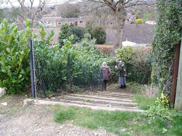 Public Footpath descending to Broomfield Lane