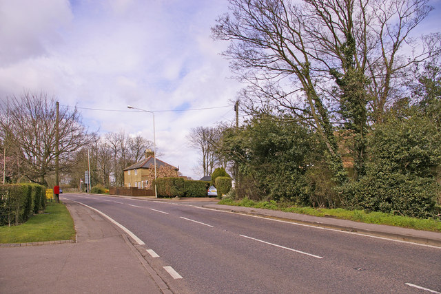 The Ridgeway (A1005) looking north