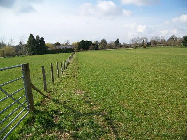 Footpath towards Marsh Farm