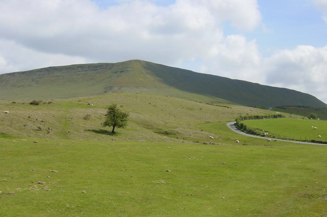 Looking up to Hay Bluff