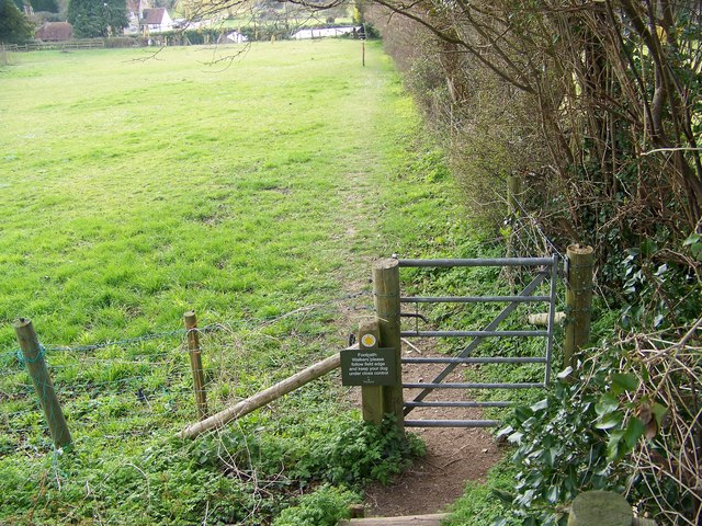 Gate and footpath, Rockbourne