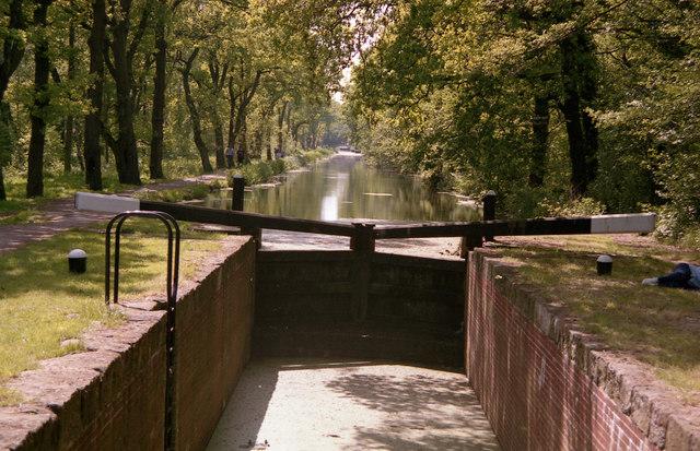 Looking west above Woodham bottom lock, Basingstoke Canal