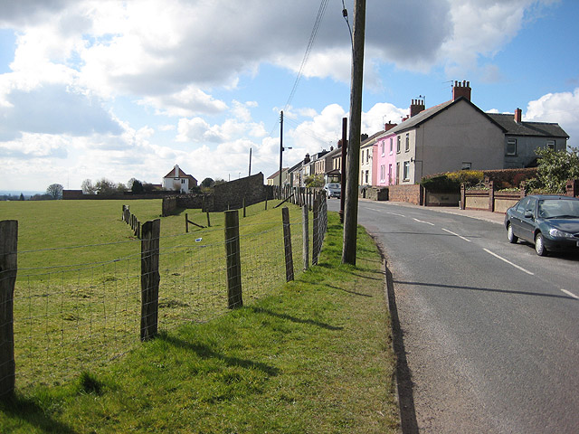 Cottages on Littledean Hill Road