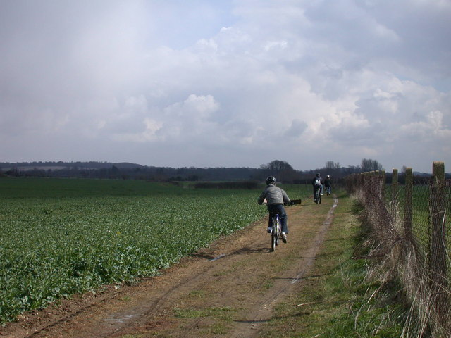 Cyclists on the path to Babraham
