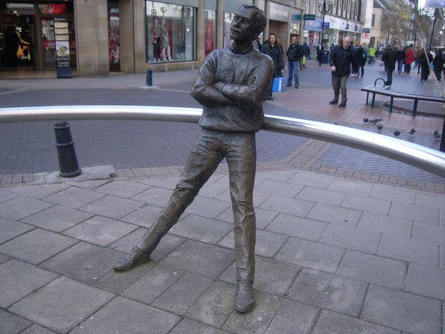 Sculpture of pensive man in Perth High Street