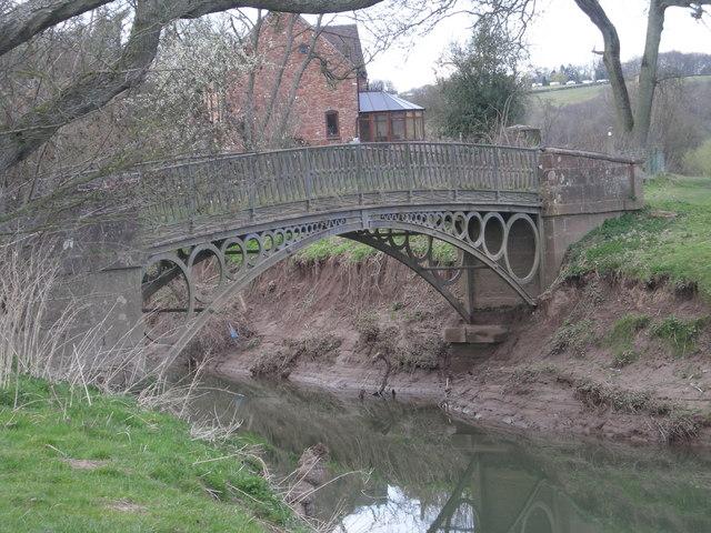 Footbridge over Borle Brook