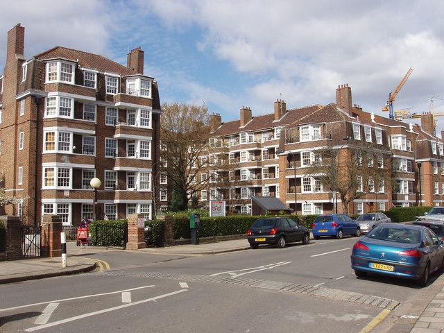Emlyn Gardens flats, Bedford Park