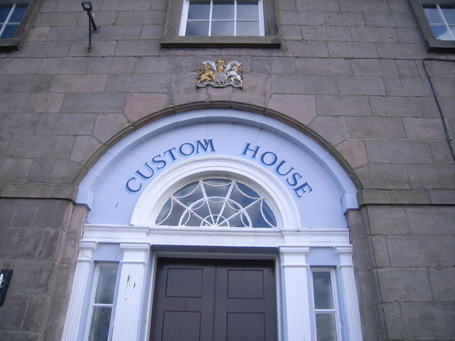 Berwick-upon-Tweed walls (front of Custom House)