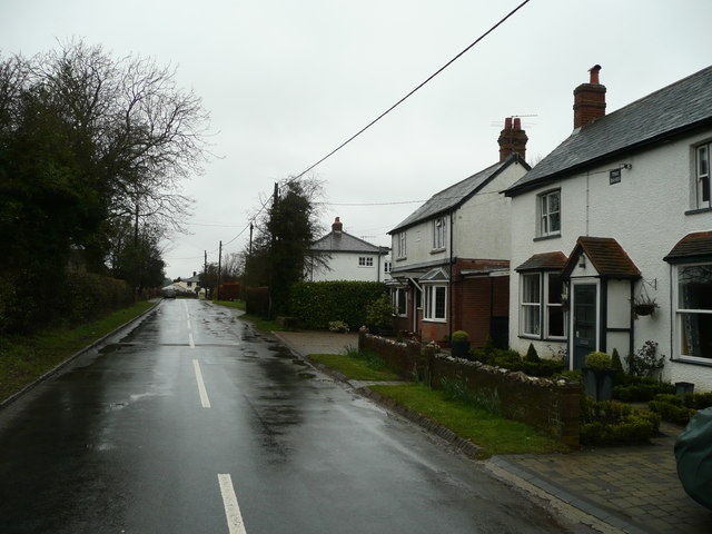 Cottages in Ballinger Common
