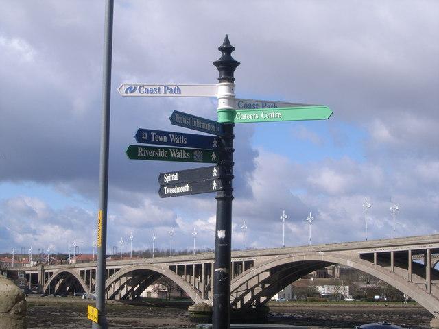 Berwick-upon-Tweed walls (sign post)