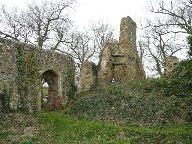 Tivetshall St. Mary church ruin 1