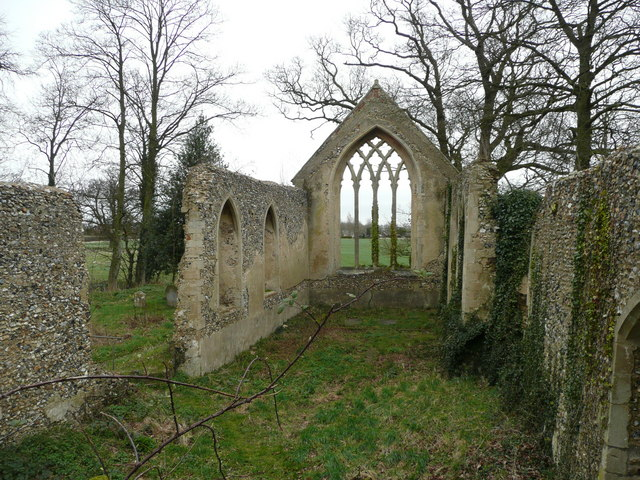 Tivetshall St. Mary church ruin 2