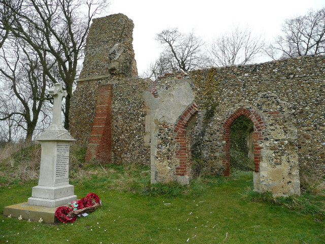 Tivetshall St. Mary church ruin 3