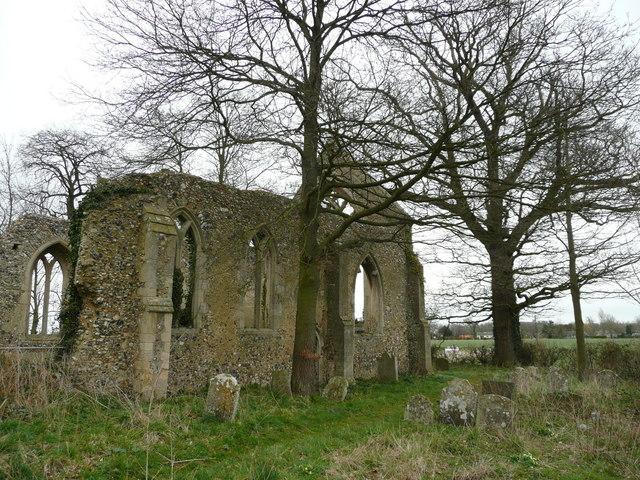 Tivetshall St. Mary church ruin 4