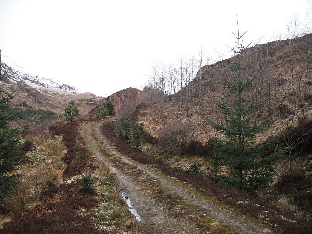 Track up Gleann Dubh Lighe