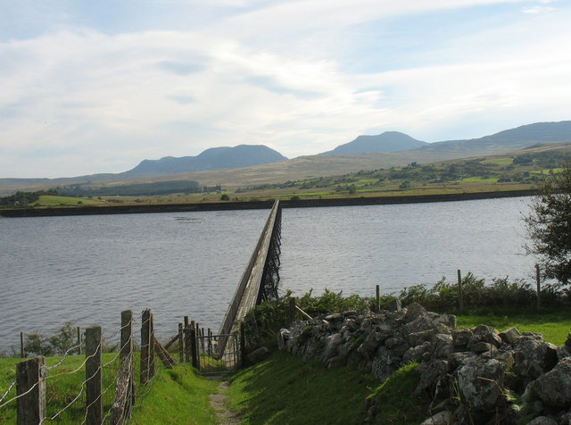 The approach to the Llyn Trawsfynydd footbridge