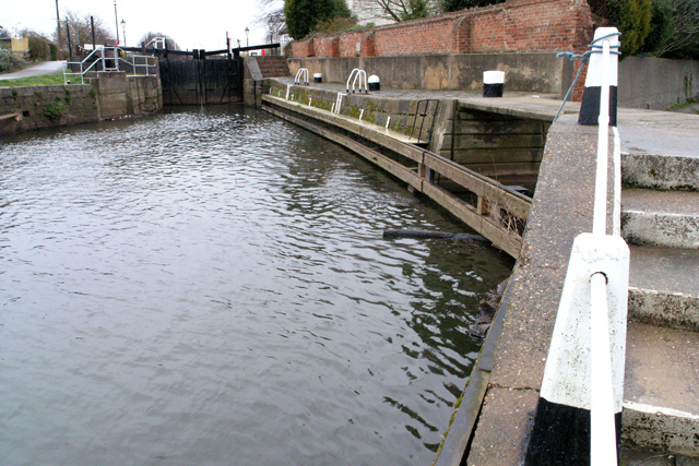 Entrance to Beeston Lock from the Trent