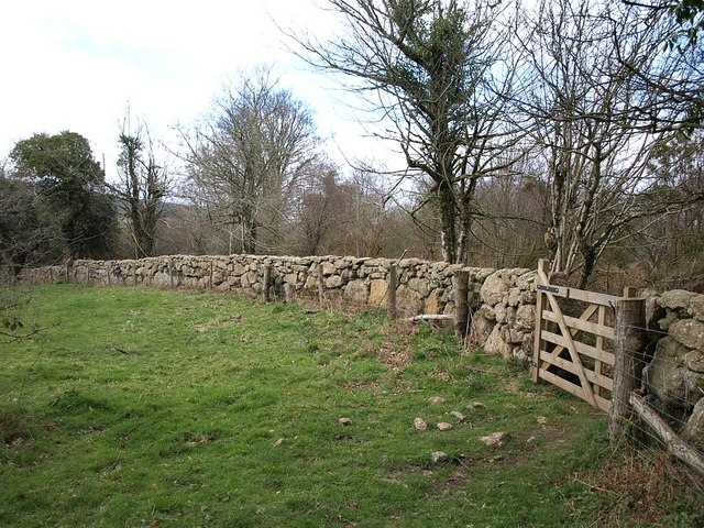 Wall and gate, Neadon Cleave