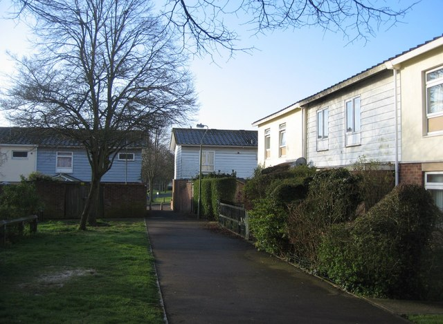 Footpath to Warwick Road