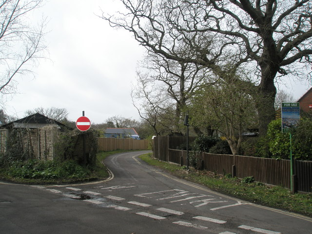 Cut through between Sinah Lane and Ferry Road
