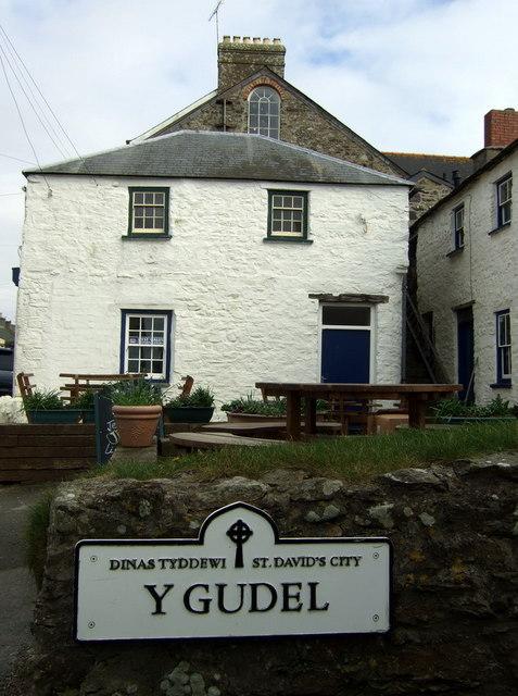 Y Gudel, Tyddewi/St David's