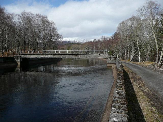 Footbridge over Tummel Bridge aqueduct