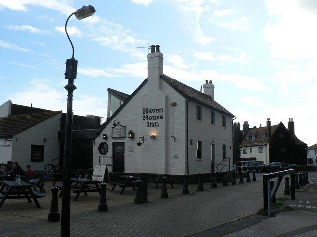 Mudeford: Haven House Inn